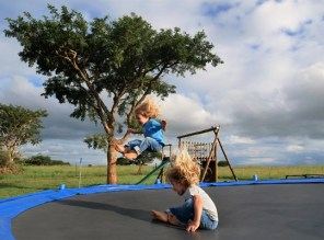 Three tree hill lodge - trampoline